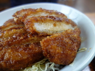 大笑家 - ソースカツ丼(¥900税込み)ボリュームのあるカツ!