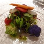 アユート  - アオリイカと香味野菜のサラダ(単品1300円、写真は半分に取り分け後)(2014年11月22日ディナー訪問)