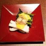 32934082 - 付きだし。アスパラ菜とヤリイカ酢味噌かけ