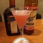 バー ナデューラ - ローズヒップの香りを加えたコスモポリタン。
