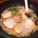 大牟田とんこつ屋 龍鳳  - 昇竜760円 豚骨醤油味です。