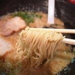 大牟田とんこつ屋 龍鳳  - 麺リフト~