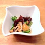 鉄板焼き&ワイン KAi 回 - 突き出し なめことキクラゲの酢の物 '14 11月上旬
