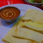 インドキッチンレストラン - チーズナンと、本日のカレー(この日はひよこ豆のカレー)