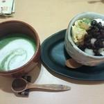 温カフェ - 抹茶カプチーノ(左)、和パフェ(抹茶・右)