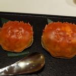 メゾン・ド・ユーロン - 食べ終わったあとの上海蟹の甲羅 左メス 右オス 2014.11.2x