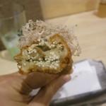 32944235 - 面白い食感!子持ち昆布のフライはプチプチして美味しい。