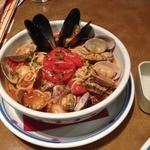 ジョリーパスタ - 3種の貝と焼きトマトのスープパスタ(1190円+税)
