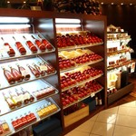 セレブ・デ・トマト - 沢山のトマトジュースやトマトの加工品がお客様をお出迎え!!