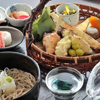 伝統のある郷土料理屋「草庵」の蕎麦メインの店