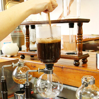 一杯一杯丁寧に淹れるコーヒー