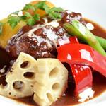 Sommelier Kitchen yuB yum - たっぷりの赤ワインで煮込んだ逸品「牛肉の赤ワイン煮込み」