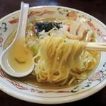 高尾食堂 - 2014年11月24日(月・祝) ラーメン(540円) 麺リフト