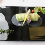 レストラン エメラルド - 前菜~ズワイ蟹と蕪とインカの目覚めのサラダ アボカドのカネロニ仕立て  わさび風味で仕上げた蕪の葉をソース代わりに添えて