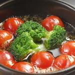 トマトとブロッコリーのアヒージョ(バケット付)