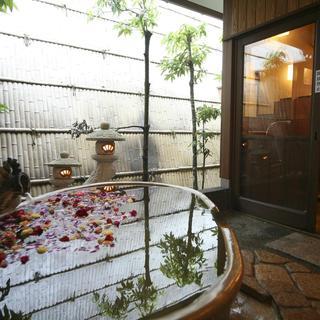 三種類の貸切露天風呂を、無料でお楽しみいただけます