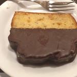 ベローチェ  - 美味しかったキャラメルバナナパウンドですが、キャラメルでは無くチョコでは?