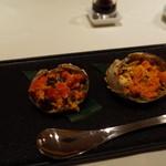 メゾン・ド・ユーロン - 丸ごと上海蟹の姿蒸し 左メス 右オスの食べ比べ 2014.11.2x
