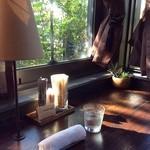 タジマコーヒー - 清々しい窓ぎわのカウンター席☆