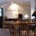 ナカオカフェ - オールドパインを使ったアンティークテーブルのお席