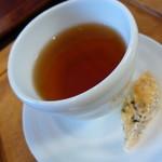 イルミオカンポ - 紅茶にはビスコッティを付けて下さいました。