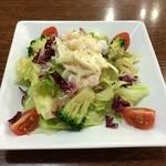 トマト&オニオン - 料理写真:Aセット\582のサラダ:結構なボリュームです
