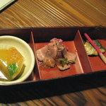 田楽 - 釜飯弁当1800円 3品盛