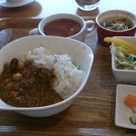 アンダーバー - ワンコインランチ(豆カレー)