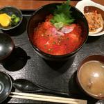 ご当地酒場 北海道八雲町 - 鮭イクラ丼(鮭は生鮭)