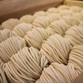 自社製中太ストレート麺