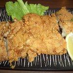 笑楽亭 - 料理写真:1枚肉をカラっと揚げた ジューシーな 笑楽亭仕込のボリューム満点唐揚げ!