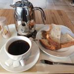 32992987 - トースト(ライ麦)&エインジングコーヒー(ガヨマウンテン)