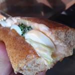 32993241 - 海老と玉子のオーロラソースパン