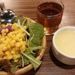 炭焼きイタリアン酒場 炭リッチ - スープ・サラダ・黒烏龍茶