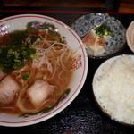 地鶏食堂 - ラーメン定食650円