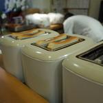 新世界グリル 梵 - トースターは原始的なやつ 2枚用×6台だ並びます