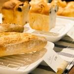 食堂Tavolino - 焼きたてパンはテイクアウトOK