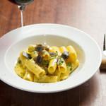 食堂Tavolino - 自家製ベーコンのカルボナーラ トリュフのせ