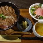 オクトパス・ガーデン - 牛ばーぐステーキ丼定食