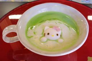 はろうきてぃ茶寮  - はろうきてぃのおもてなし抹茶ラテ≪Hot≫(アップ、2014年11月)