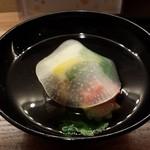 京おばんざい亀麟 - 吸物:薄氷大根・海老真薯・しめじ・柚子・三つ葉