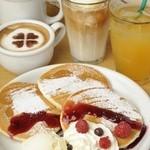 CafeDazy - 料理写真:自慢の自家焙煎コーヒーの他にも、デザートやドリンク、軽食なども豊富に用意いたしております。