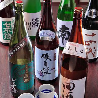 利き酒師の資格をもつ店主が厳選した30種類以上の日本酒