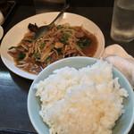 華華餐庁 - 料理写真:レバニラ全景