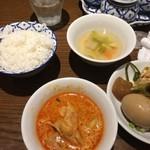 33024611 - 麺についてたライスとブッフェ副菜