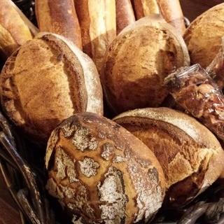 毎日焼き上げる自家製パン