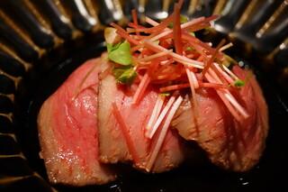 日本料理 晴山 - 蕪と宮崎牛、上から蕎麦の芽をパラりとふって