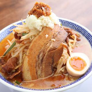 ふじそばホルモン麺880円