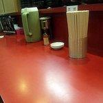 大吾郎商店 - テーブルが3つに、カウンターに6,7人