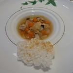 箱根ハイランドホテル ラ・フォーレ - 野菜と若鶏のスープ。白味噌風味。